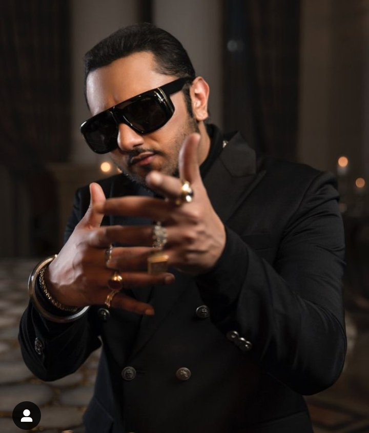Honey singh monthly income